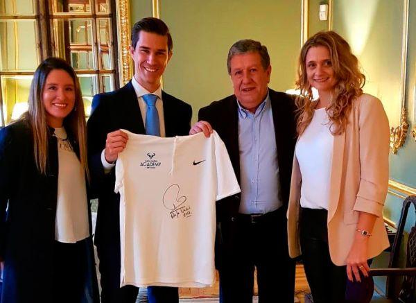 En la previa del viaje, el Embajador de Argentina en España, Ramón Puerta, recibió a representantes de la Academia